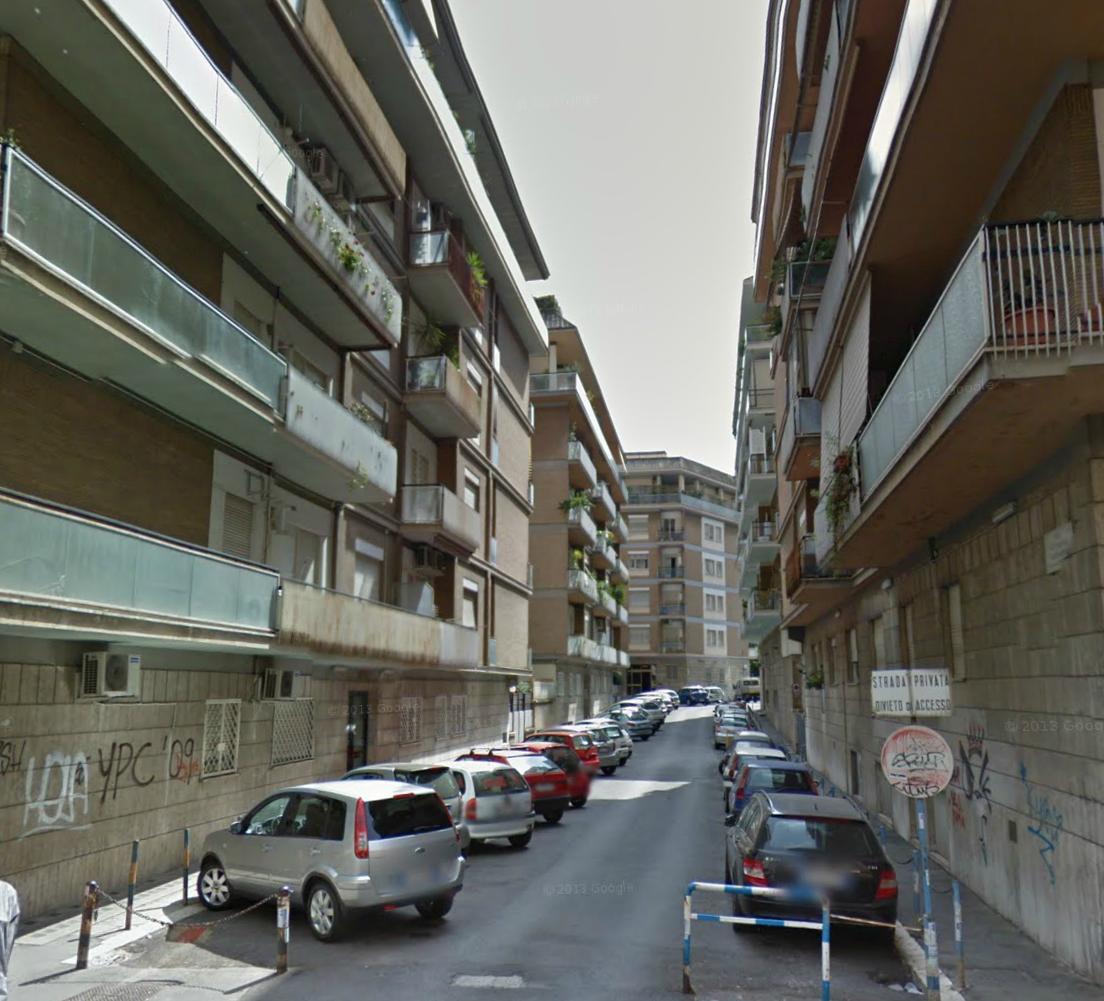 Roma cipro via ottorino lazzarini metro a ufficio for Stanza uso ufficio roma